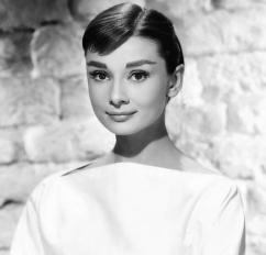 Audrey_Hepburn_1956-3